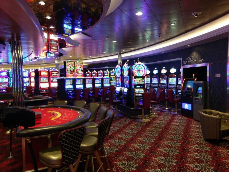 Symphony Of The Seas Casino Royale Pictures